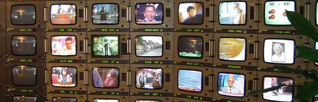 Bildschirme in der Erdfunkstelle Usingen 2005